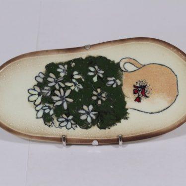 Arabia koristelaatta, Valkovuokot, suunnittelija Heljä Liukko-Sundström, Valkovuokot, pieni, signeerattu, kukka-aihe