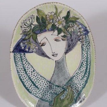 Arabia seinälaatta, käsinmaalattu, suunnittelija Hilkka-Liisa Ahola, käsinmaalattu, käsinmuotoiltu, signeerattu, naisaihe