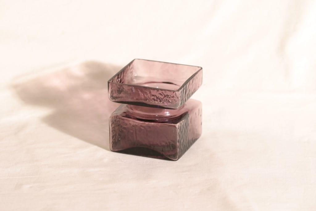 Riihimäen lasi Pala lasimaljakko, lila, suunnittelija Helena Tynell,