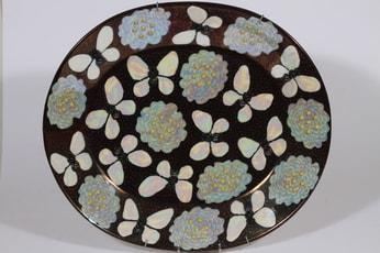 Arabia BK 42 koristevati, Butterfly, suunnittelija Birger Kaipiainen, Butterfly, helmikoriste, lysterimaalaus, signeerattu