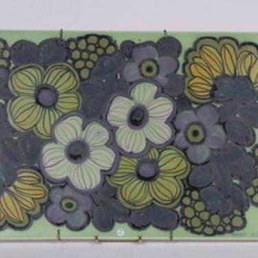 Arabia seinälaatta, käsinmaalaattu, suunnittelija Raija Uosikkinen, käsinmaalaattu, signeerattu, kukka-aihe