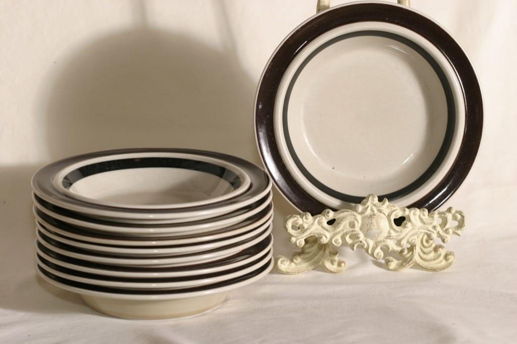 Arabia Ruija lautaset, syvä, 9 kpl, suunnittelija Raija Uosikkinen, syvä, käsinmaalattu