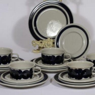 Arabia Anemone teekupit ja leivoslautaset, käsinmaalattu, 5 kpl, suunnittelija Ulla Procope, käsinmaalattu