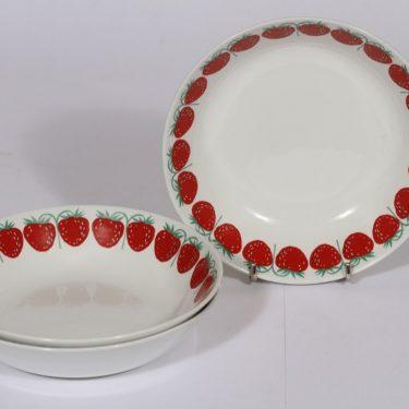 Arabia Pomona lautaset, mansikka, 3 kpl, suunnittelija Raija Uosikkinen, mansikka, serikuva, syvä, retro