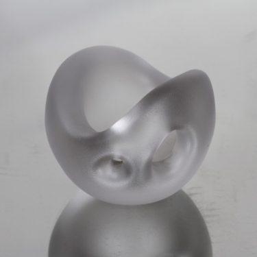 Iittala Hiidenhelmi taide-esine, kirkas, suunnittelija Timo Sarpaneva, pieni, signeerattu, matta