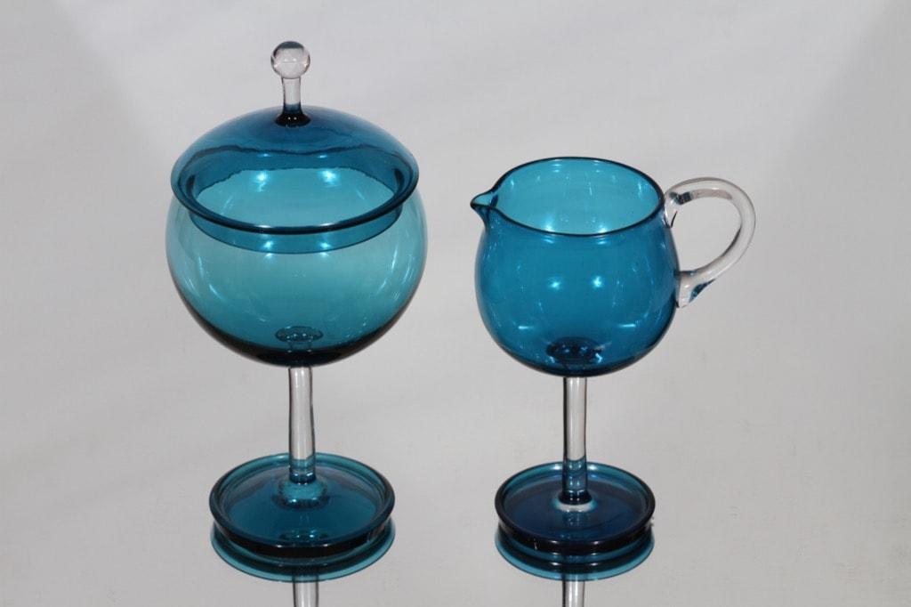 Riihimäen lasi Harlekiini 1192 sokerikko ja kermakko, sininen, suunnittelija Nanny Still,