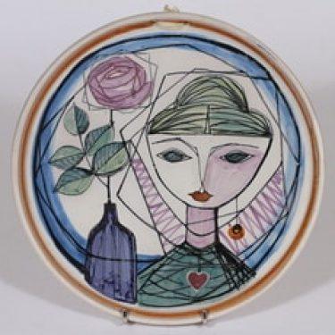 Kupittaan savi seinälautanen, käsinmaalattu, suunnittelija Laila Zink, käsinmaalattu, signeerattu, mattalasite, naisaihe