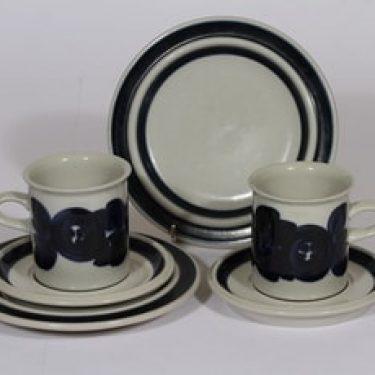 Arabia Anemone kahvikupit ja leivoslautaset, käsinmaalattu, 2 kpl, suunnittelija Ulla Procope, käsinmaalattu