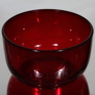 Nuutajärvi 5577 kulho, rubiininpunainen, suunnittelija Saara Hopea,