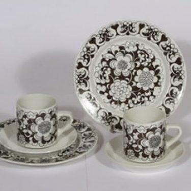 Arabia Gardenia kahvikupit ja lautaset, 2 kpl, suunnittelija Esteri Tomula, serikuva, kukka-aihe, retro