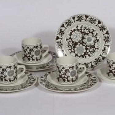 Arabia Gardenia kahvikupit ja lautaset, 4 kpl, suunnittelija Esteri Tomula, serikuva, kukka-aihe, retro