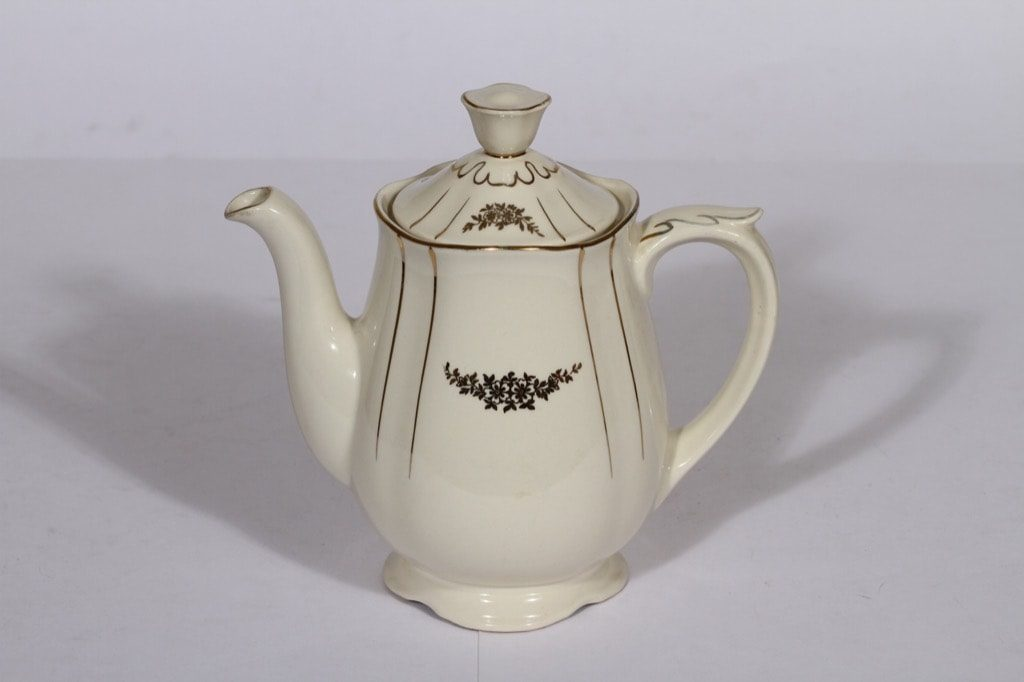 Arabia Irja kahvikaadin, 1 l, suunnittelija , 1 l, painokoriste, kullattu