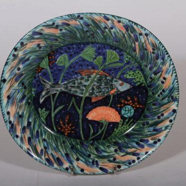 Arabia Hubertus koristelautanen, suunnittelija , serikuva, kala-aihe