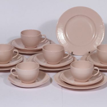 Arabia Sointu kahvikupit ja lautaset, vaalean punainen, 6 kpl, suunnittelija Kaj Franck,