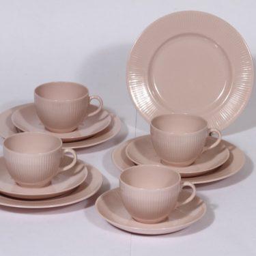 Arabia Sointu kahvikupit ja lautaset, vaalean punainen, 4 kpl, suunnittelija Kaj Franck,