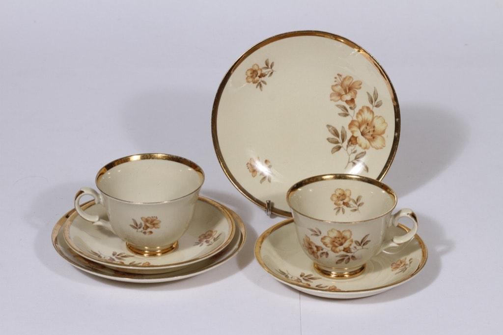 Arabia Myrna kahvikupit ja lautaset, 2 kpl, suunnittelija , siirtokuva, kukka-aihe