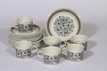 Arabia Krokus kahvikupit ja leivoslautaset, mustavalkoinen, 6 kpl, suunnittelija Esteri Tomula, serikuva, kukka-aihe