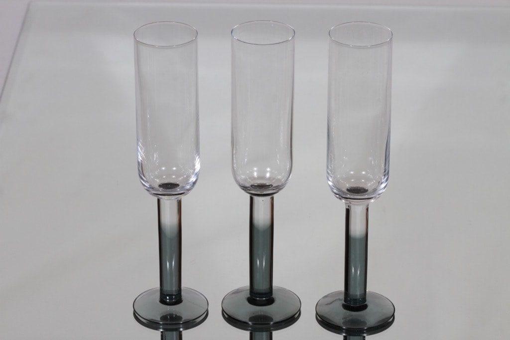 Nuutajärvi Mondo sparkling wine glass, gray, 3 pcs, Kerttu Nurminen