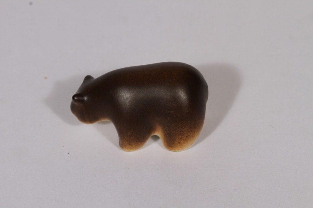 Arabia figuuri, karhu, suunnittelija Raili Eerola, karhu, pieni, käsinmaalattu