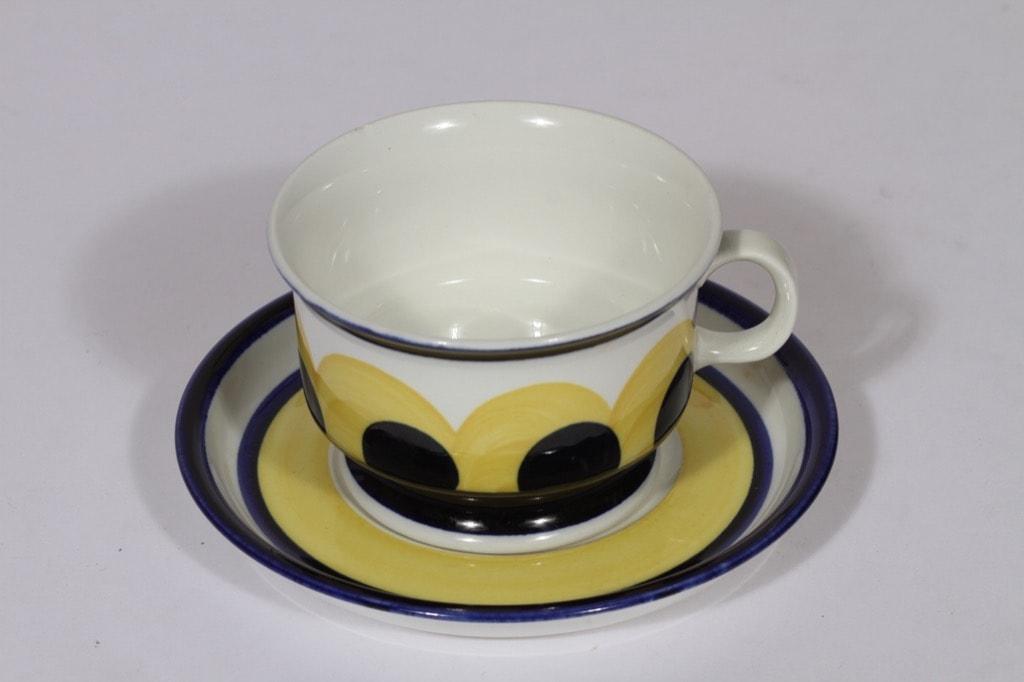 Arabia Paju teekuppi, sininen-keltainen, suunnittelija Anja Jaatinen-Winquist, käsinmaalattu, retro
