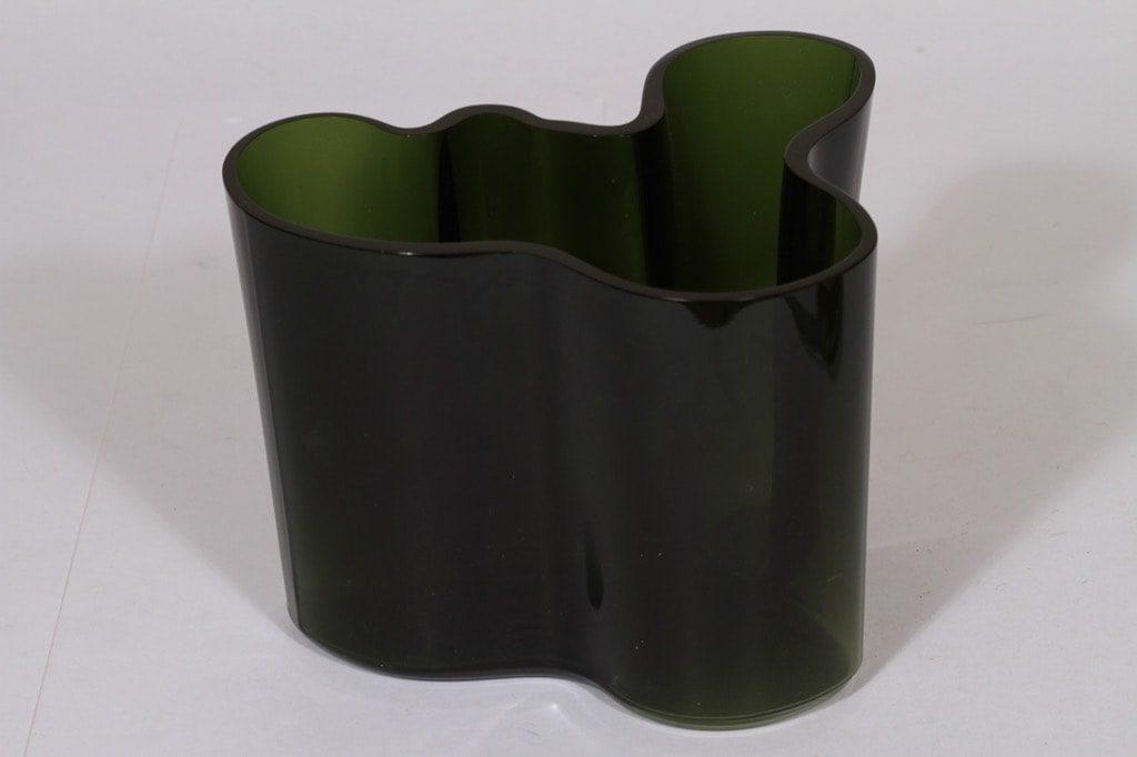 Iittala Savoy maljakko, vihreä, suunnittelija Alvar Aalto, signeerattu