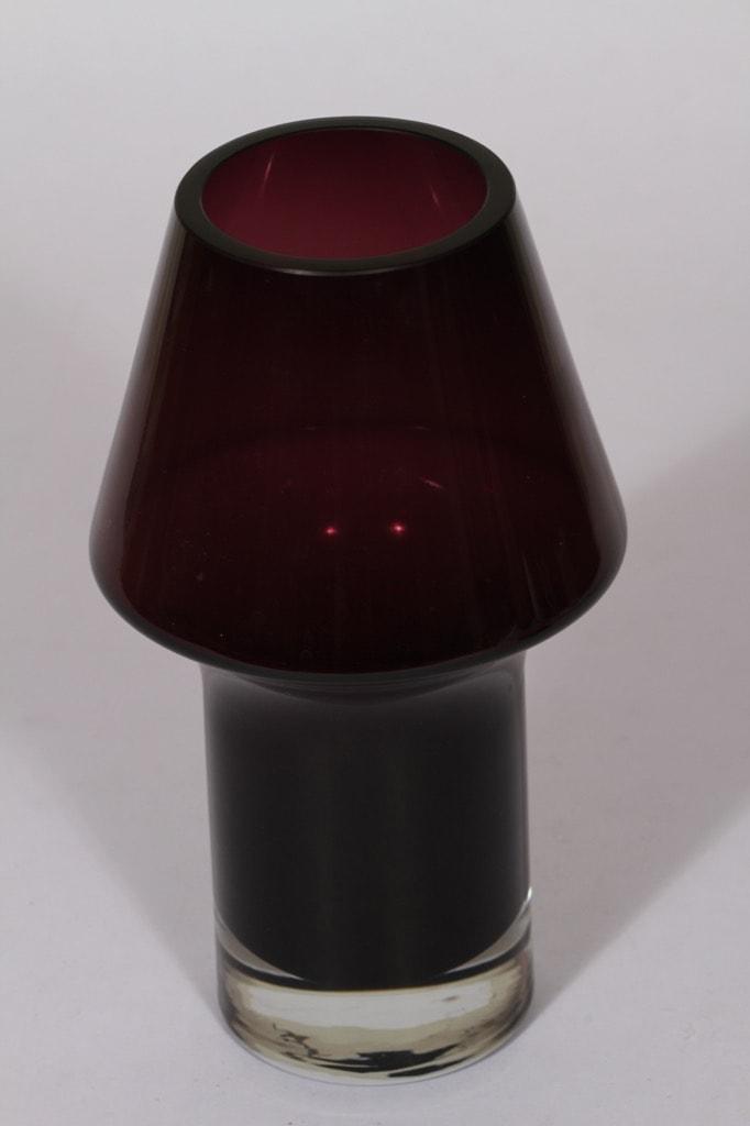 Riihimäen lasi Stromboli maljakko, lila, suunnittelija Aimo Okkolin, signeerattu