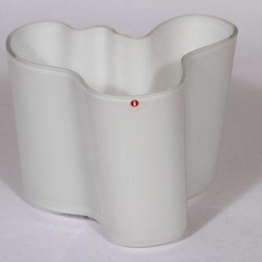 Iittala Savoy maljakko, valkoinen, suunnittelija Alvar Aalto, signeerattu