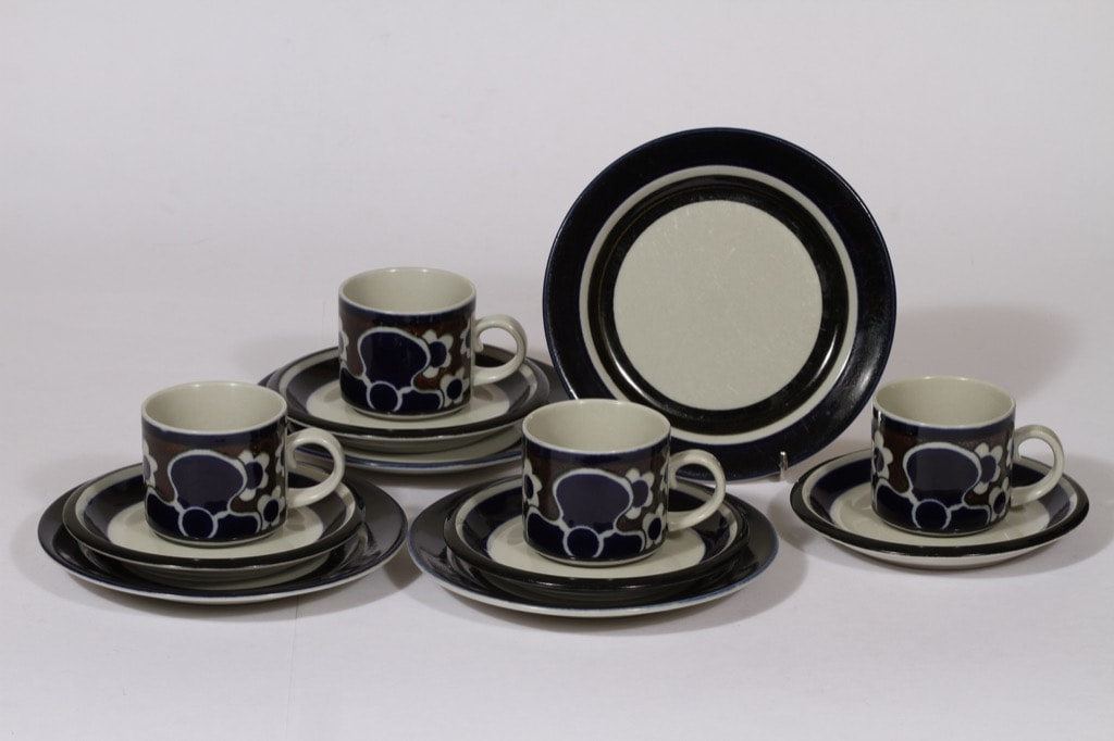 Arabia Saara kahvikupit ja lautaset, sininen, 4 kpl, suunnittelija , erikoiskoriste, retro