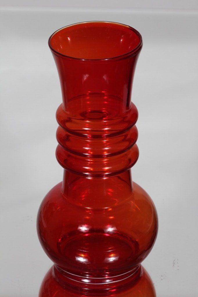 Riihimäen lasi Kielo maljakko, rubiininpunainen, suunnittelija Tamara Aladin,