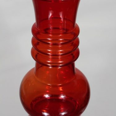 Riihimäki glass Kielo vase, ruby, Tamara Aladin 2