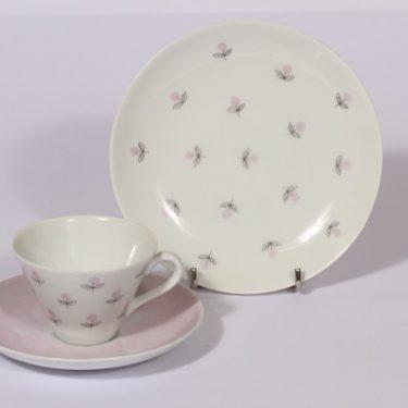 Arabia Monica kahvikuppi ja lautanen, vaaleanpunainen, suunnittelija , serikuva, kukka-aihe