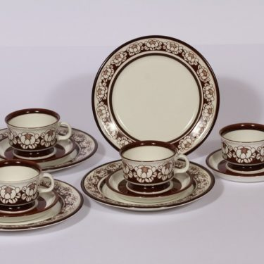 Arabia Katrrilli mokkakupit ja leivoslautaset, ruskea, 4 kpl, suunnittelija , serikuva