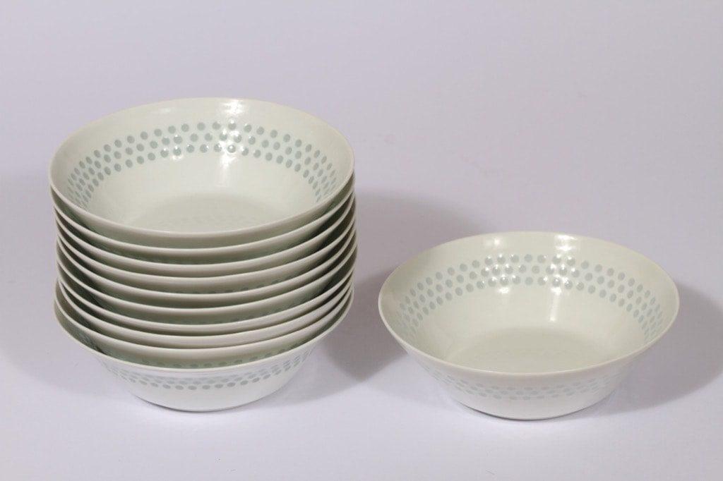 Arabia Helmi lautaset, syvä, 11 kpl, suunnittelija Friedl Holzer-Kjellberg, syvä, riisiposliini, massasigneerattu