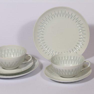 Arabia FK teekupit ja leivoslautaset, valkoinen, 2 kpl, suunnittelija Friedl Holzer-Kjellberg, riisiposliini, massasigneerattu
