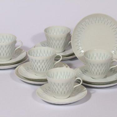 Arabia FK kahvikupit ja leivoslautaset, valkoinen, 5 kpl, suunnittelija Friedl Holzer-Kjellberg, riisiposliini, massasigneerattu