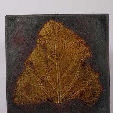 Arabia seinälaatta, uniikki, suunnittelija Toini Muona, uniikki, signeerattu, lehtipainannus, käsinmaalattu