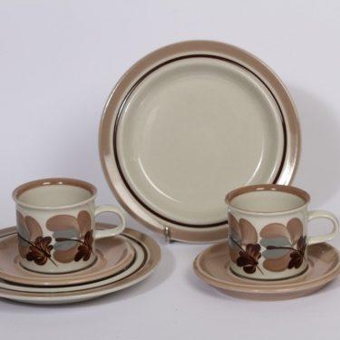 Arabia Koralli kahvikupit ja lautaset, vaaleanpunainen, 2 kpl, suunnittelija , käsinmaalattu