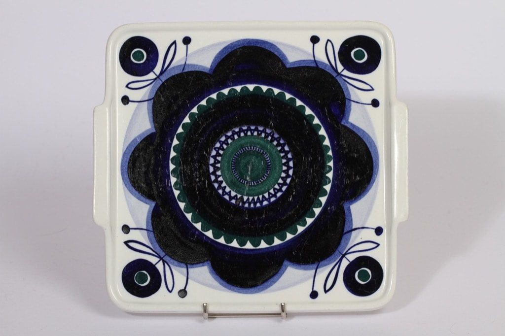 Arabia AJ61 tarjotin, suunnittelija Svea Granlund, käsinmaalattu, sininen, signeerattu