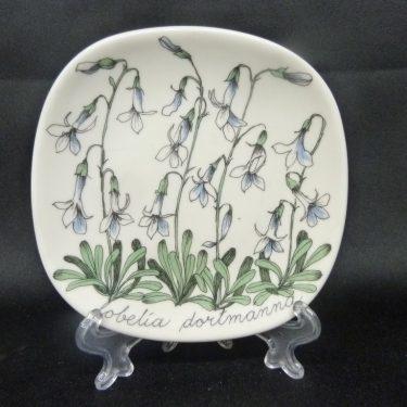 Arabia Botanica koristelautanen, Nuottaruoho, suunnittelija , Nuottaruoho, pieni, serikuva