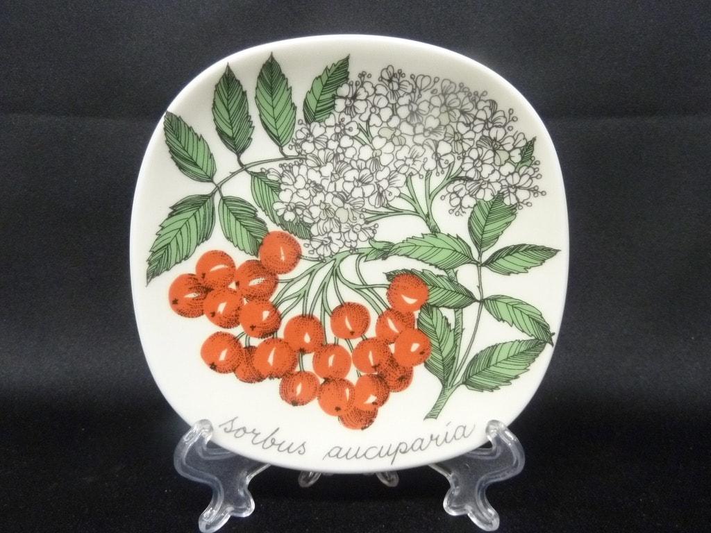 Arabia Botanica koristelautanen, Pihlaja, suunnittelija , Pihlaja, pieni, serikuva