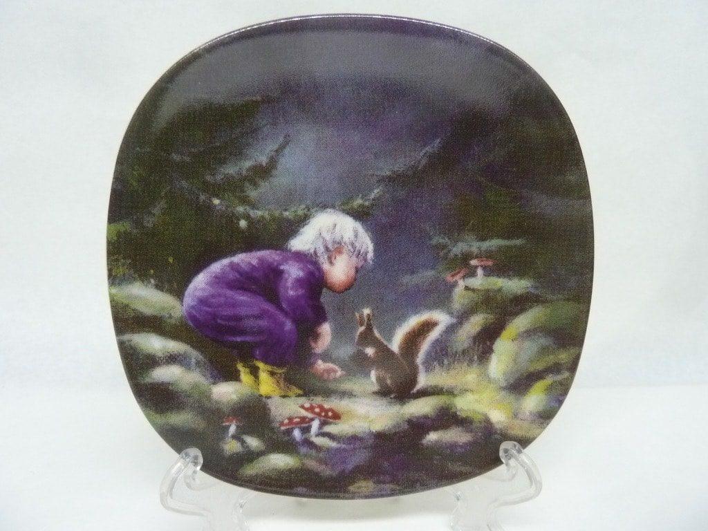 Arabia Sydänystävä koristelautanen, Orava, suunnittelija Sussi Anna Åberg, Orava, pieni, serikuva