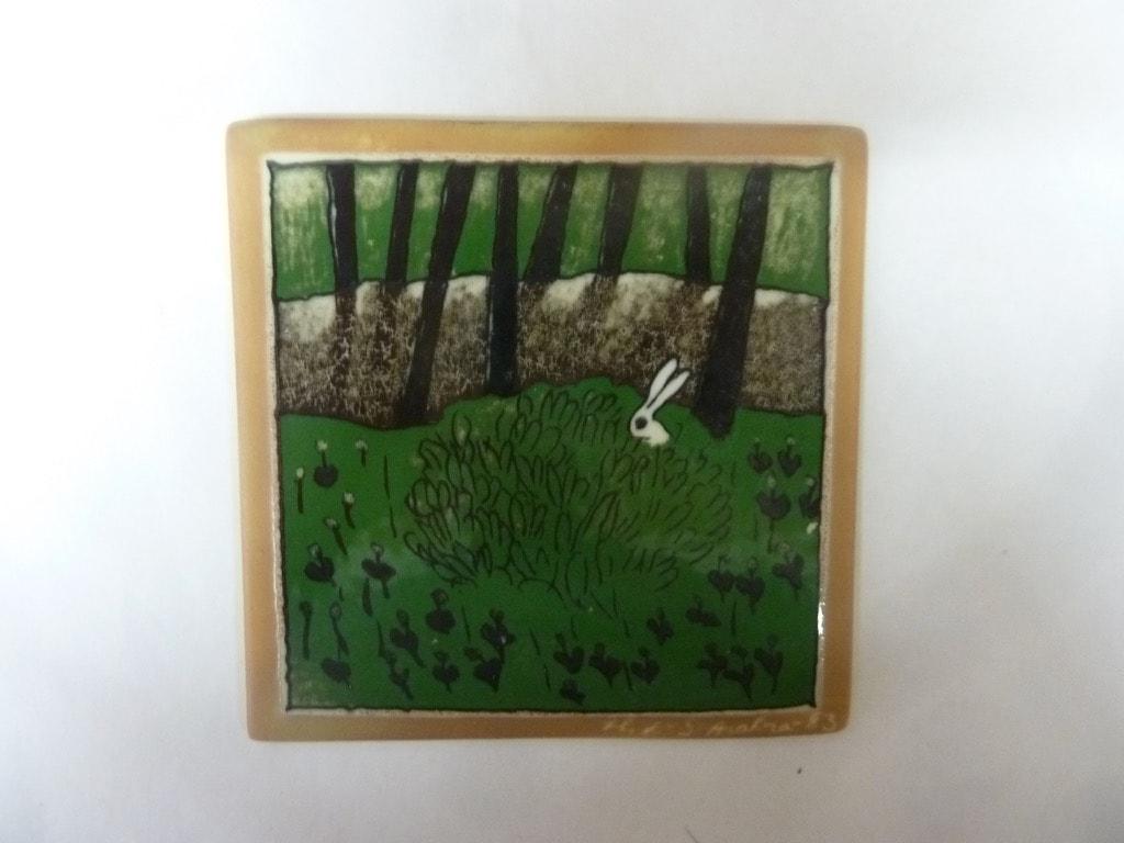 Arabia wall plate Rabbit in a bush designer Heljä Liukko-Sundström
