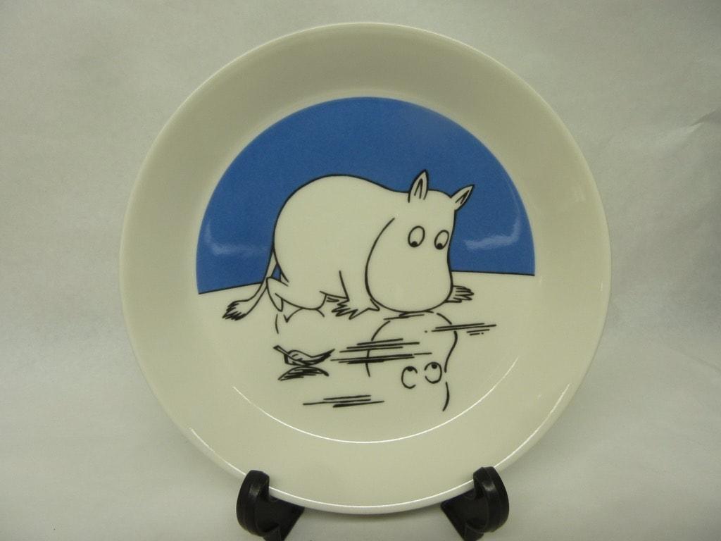 Arabia Muumi lautanen, Muumipeikko Jäällä, suunnittelija , Muumipeikko Jäällä, serikuva, käyttämätön, kaksipuoleinen kuva
