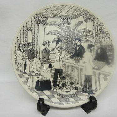 Arabia annual plate, 1982, designer Raija Uosikkinen, Porter, silk screening, ordered decoration