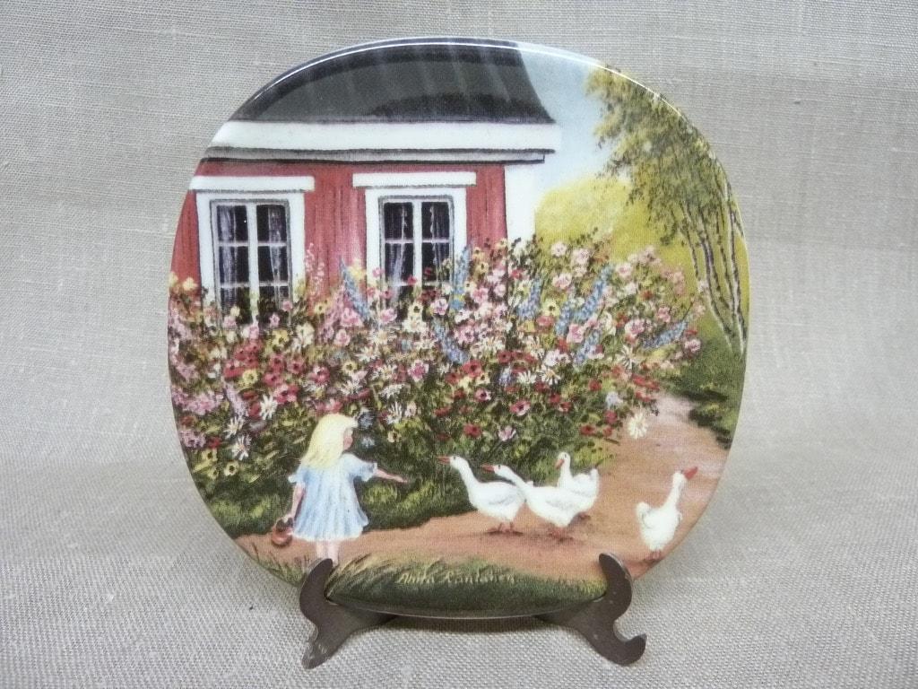 Arabia decorative plate, Kotiseudun Kesä, designer Anita Rantanen-Siemers, small, silk screening