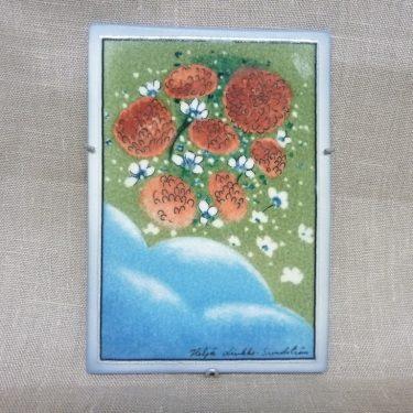 Arabia koristelaatta, Taivaalla Säkenöi, suunnittelija Heljä Liukko-Sundström, Taivaalla Säkenöi, pieni, kukka-aihe, signeerattu
