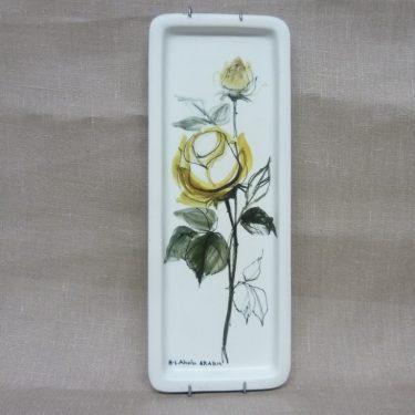Arabia Keltaiset ruusut koristetaulu, suunnittelija Hilkka-Liisa Ahola, käsinmaalattu, signeerattu, kukka-aihe