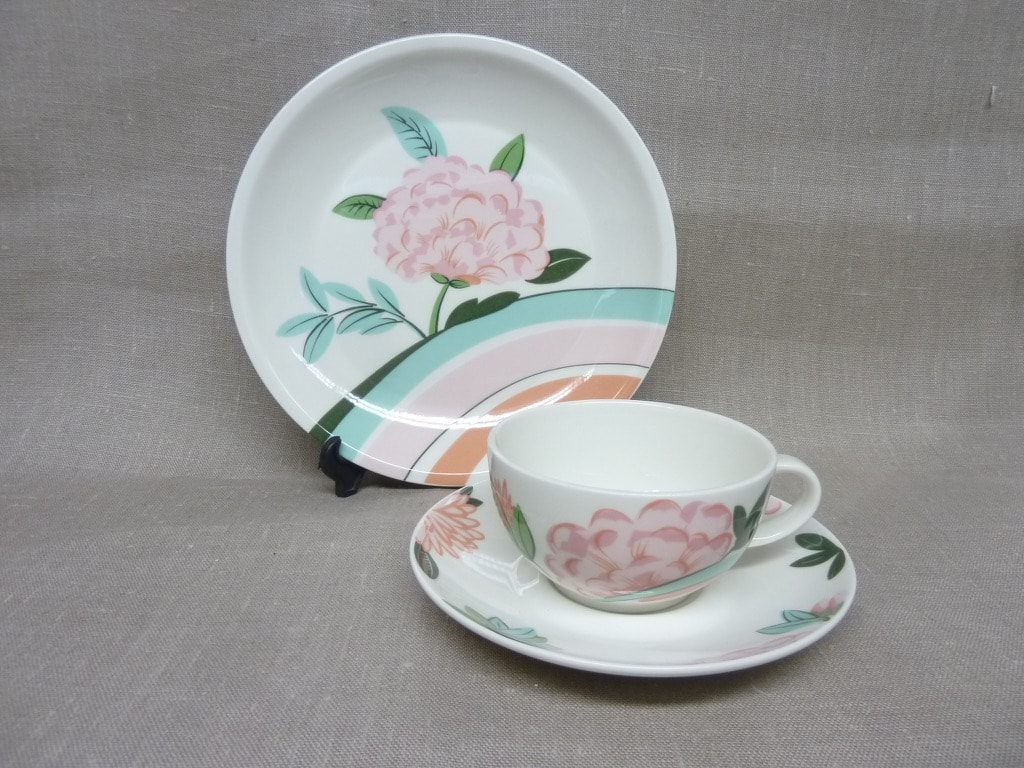Arabia China tea teekuppi, suunnittelija , serikuva, kukka-aihe