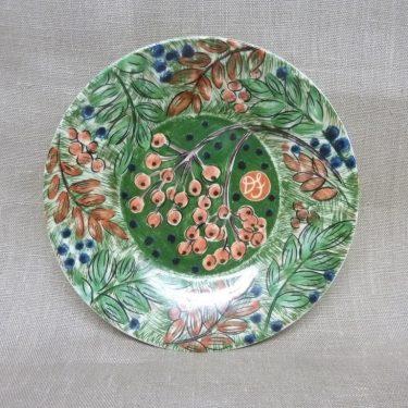 Arabia Pro Arte Hubertus koristelautanen, Pihlaja, suunnittelija Dorrit von Fieandt, Pihlaja, serikuva, marja-aihe