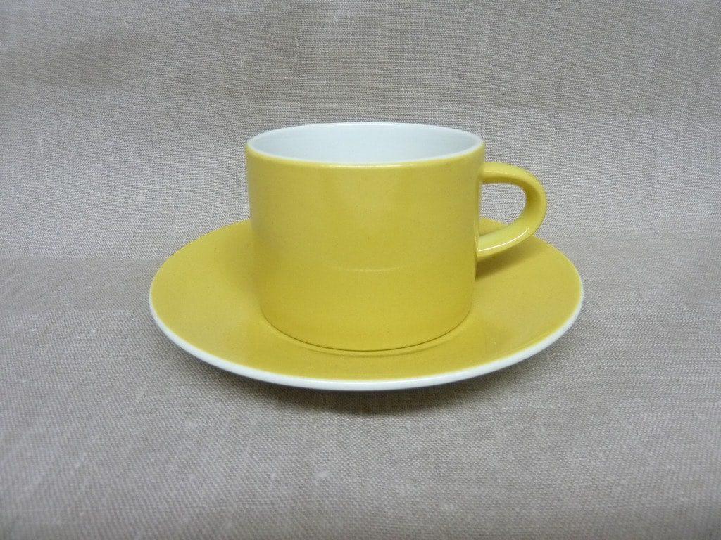 Arabia Aatami teekuppi, keltainen, suunnittelija Birger Kaiipiainen,
